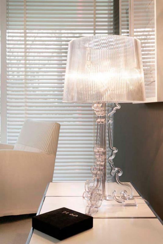 Hochwertiger Sonnenschutz, Sichtschutz und Lichtschutz - Lamellenvorhang - Senkrechtlamellen - Klassische Eleganz: 50 mm breite Holzjalousie mit breitem Leiterband - Dr. Haller + Co. - Selastore®