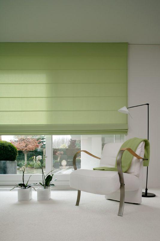 Hochwertiger Sonnenschutz, Sichtschutz und Lichtschutz - Lamellenvorhang - Senkrechtlamellen - Faltrollo – Rollo in Hellgrün für eine frische Optik im Wohnbereich – Dr. Haller + Co. – Selastore®