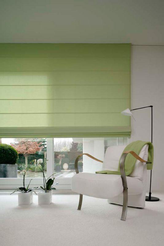 Hochwertiger Sonnenschutz, Sichtschutz und Lichtschutz - Lamellenvorhang - Senkrechtlamellen - Faltrollo – Rollo in Hellgrün für eine frische Note im Wohnzimmer – Dr. Haller + Co. – Selastore®