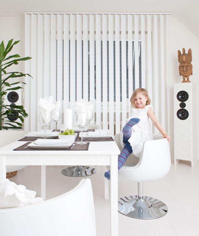 Hochwertiger Sonnenschutz, Sichtschutz und Lichtschutz - Lamellenvorhang - Senkrechtlamellen - Senkrechtlamellen für besonderes klassisches und elegantes Wohnambiente - Dr. Haller + Co. - Selastore®