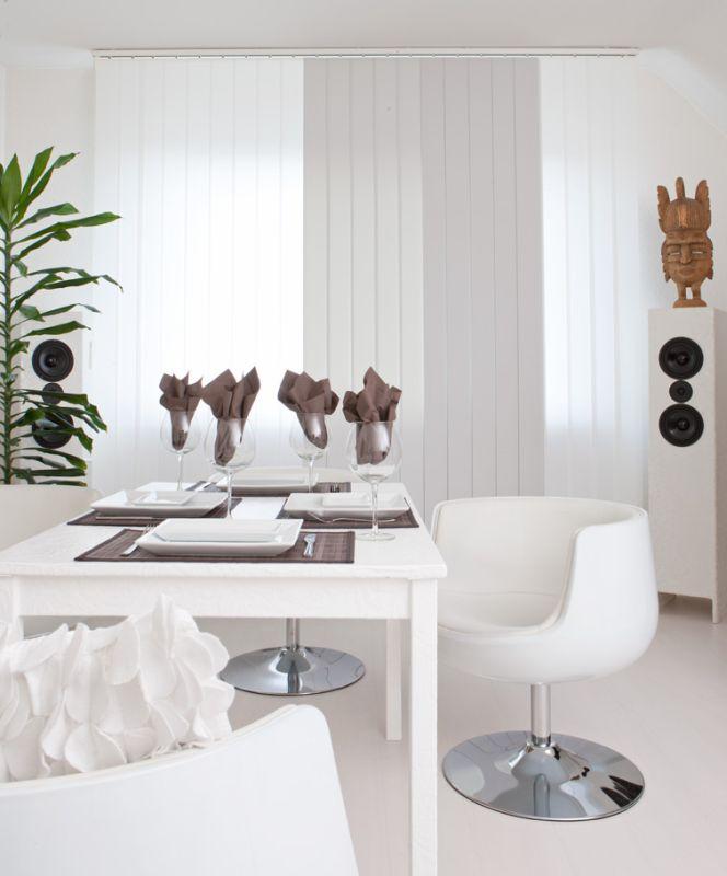 Hochwertiger Sonnenschutz, Sichtschutz und Lichtschutz - Lamellenvorhang - Senkrechtlamellen - Senkrechtlamellen kombiniert mit verschiedenen Verdunkelungs-Lamellen für elegantes Wohnambiente - Dr. Haller + Co. - Selastore®