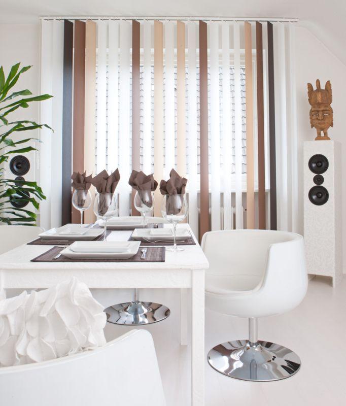 Hochwertiger Sonnenschutz, Sichtschutz und Lichtschutz - Lamellenvorhang - Senkrechtlamellen - Senkrechtlamellen Wohnambiente dreifarbig Cappuccino für gemütliches Wohnambiente - Dr. Haller + Co. - Selastore®