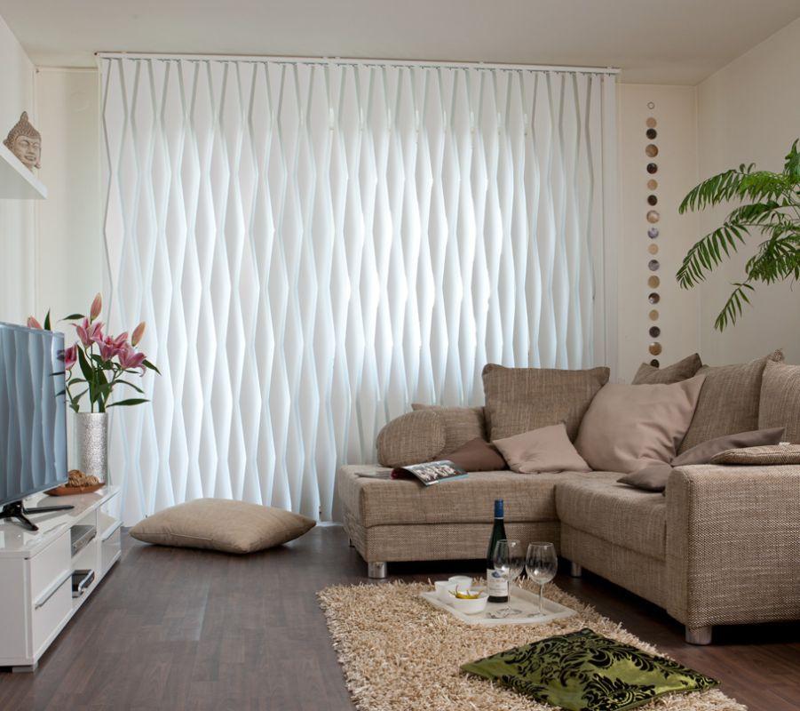 Hochwertiger Sonnenschutz, Sichtschutz und Lichtschutz - Lamellenvorhang - Senkrechtlamellen - Formgebende weiße Senkrechtlamellen als hochwertiger Sonnen- und Sichtschutz Senkrechtlamellen - Dr. Haller + Co. - Selastore®