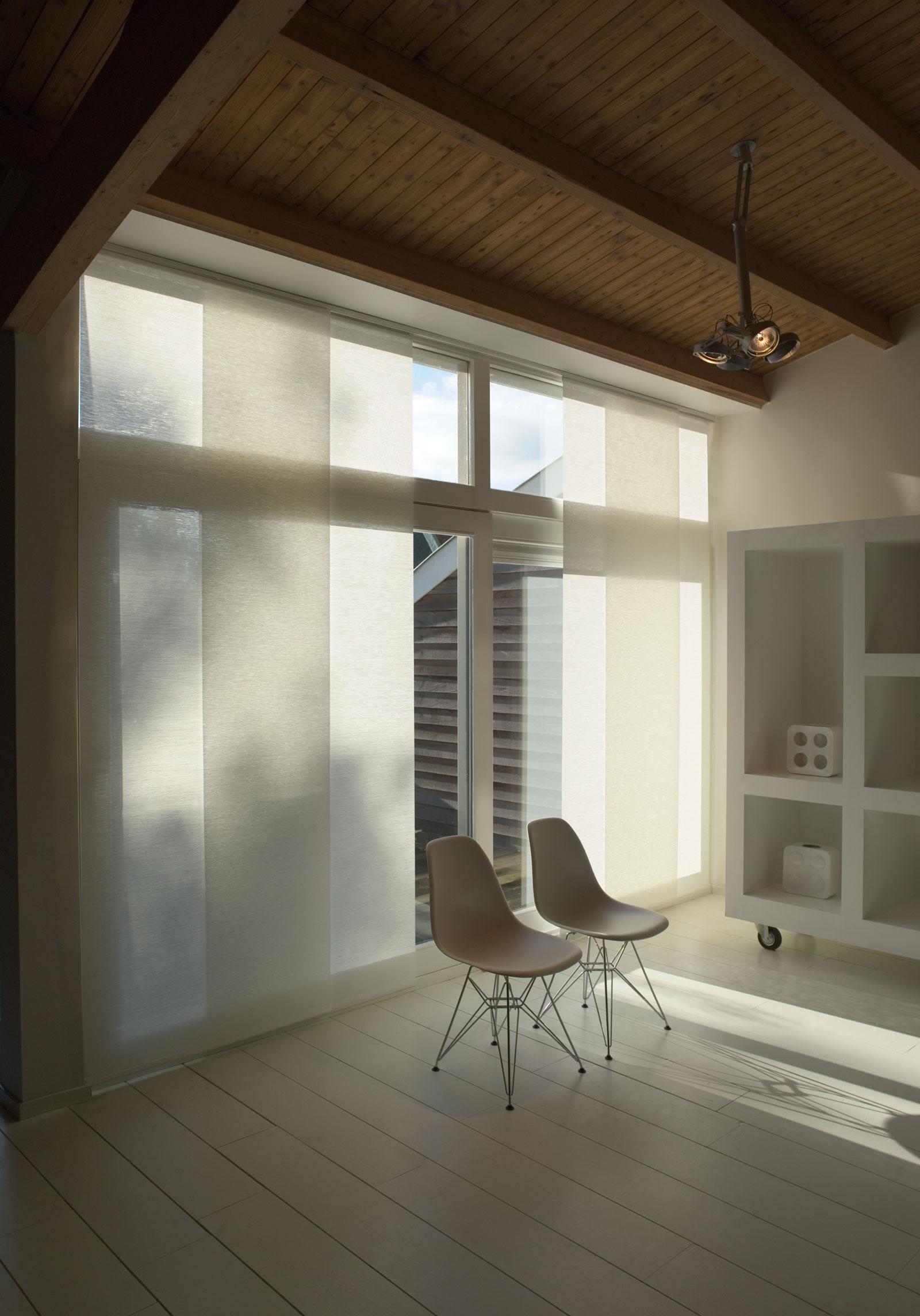 Hochwertiger Sonnenschutz, Sichtschutz und Lichtschutz - Lamellenvorhang - Senkrechtlamellen - Flächenvorhänge Weiß bodenlang - Dr. Haller + Co. - Selastore®Flächenvorhänge Weiß