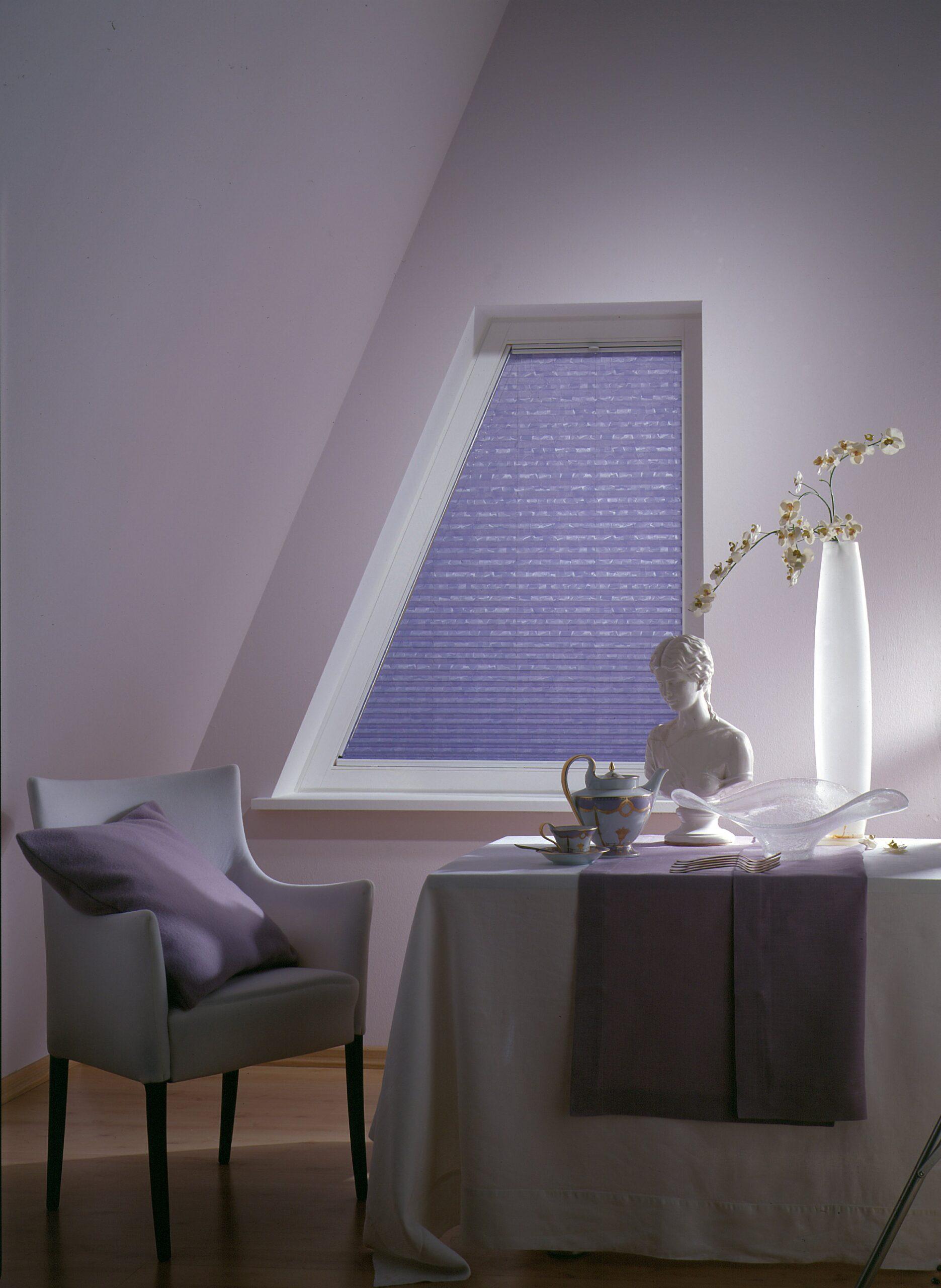 Hochwertiger Sonnenschutz, Sichtschutz und Lichtschutz - Lila Plissee - Dr. Haller + Co. - Selastore®